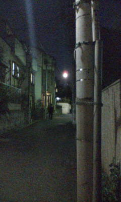 寒くなった夜空に満月